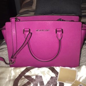 Large Michael Kors Salma bag